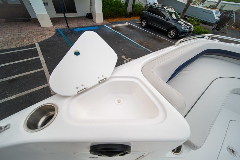 Thumbnail 27 for New 2019 Hurricane SunDeck Sport SS 211 OB boat for sale in West Palm Beach, FL