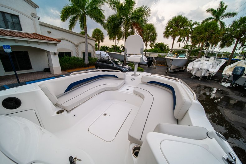 Thumbnail 30 for New 2019 Hurricane SunDeck Sport SS 211 OB boat for sale in West Palm Beach, FL