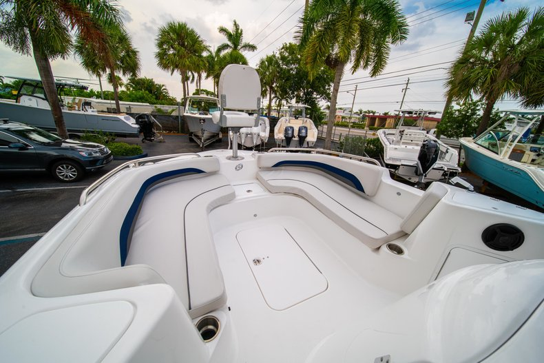 Thumbnail 31 for New 2019 Hurricane SunDeck Sport SS 211 OB boat for sale in West Palm Beach, FL