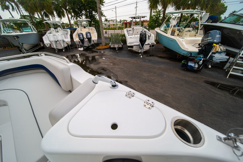 Thumbnail 28 for New 2019 Hurricane SunDeck Sport SS 211 OB boat for sale in West Palm Beach, FL
