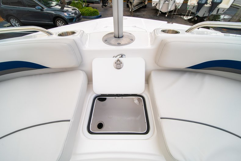Thumbnail 35 for New 2019 Hurricane SunDeck Sport SS 211 OB boat for sale in West Palm Beach, FL