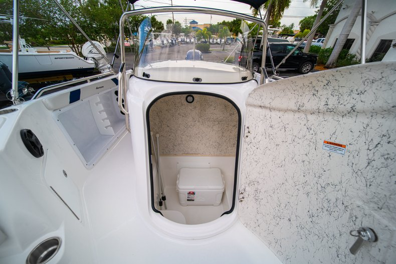 Thumbnail 37 for New 2019 Hurricane SunDeck Sport SS 211 OB boat for sale in West Palm Beach, FL
