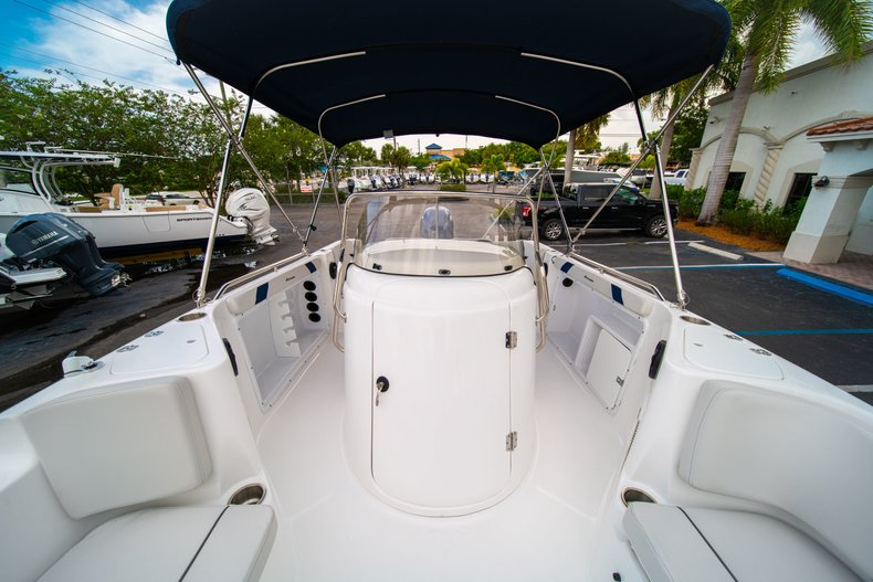 Thumbnail 36 for New 2019 Hurricane SunDeck Sport SS 211 OB boat for sale in West Palm Beach, FL