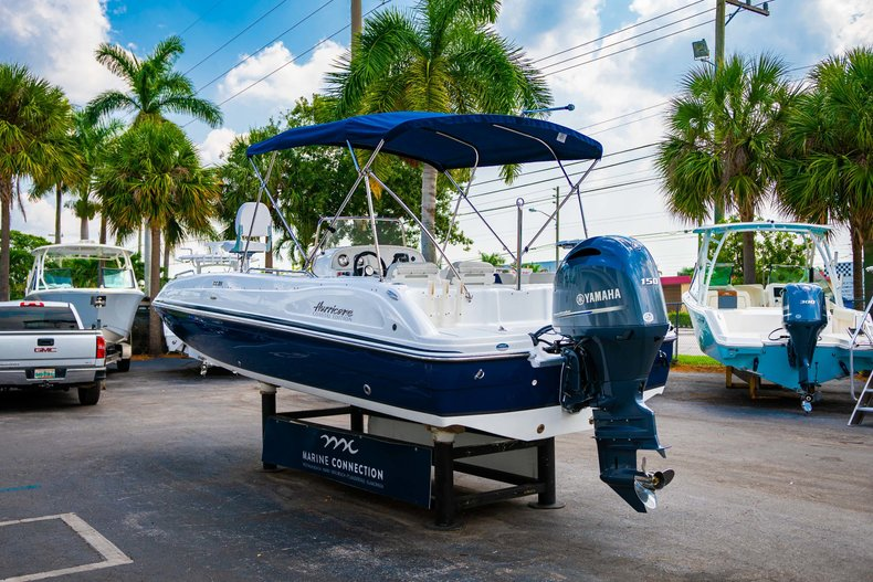 Thumbnail 5 for New 2019 Hurricane SunDeck Sport SS 211 OB boat for sale in West Palm Beach, FL