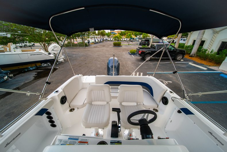 Thumbnail 14 for New 2019 Hurricane SunDeck Sport SS 211 OB boat for sale in West Palm Beach, FL