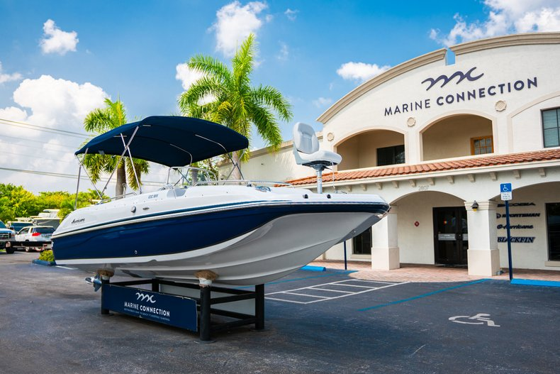 Thumbnail 1 for New 2019 Hurricane SunDeck Sport SS 211 OB boat for sale in West Palm Beach, FL
