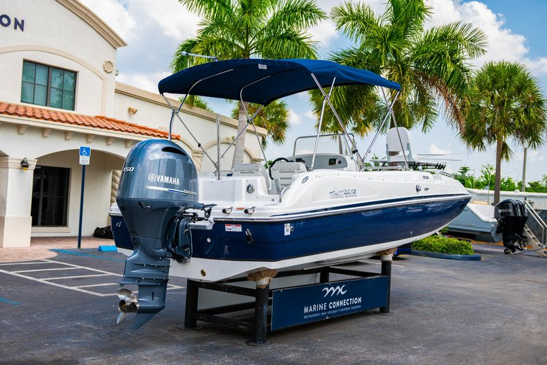 Thumbnail 7 for New 2019 Hurricane SunDeck Sport SS 211 OB boat for sale in West Palm Beach, FL