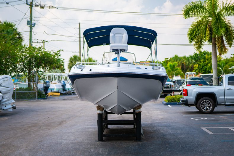 Thumbnail 2 for New 2019 Hurricane SunDeck Sport SS 211 OB boat for sale in West Palm Beach, FL