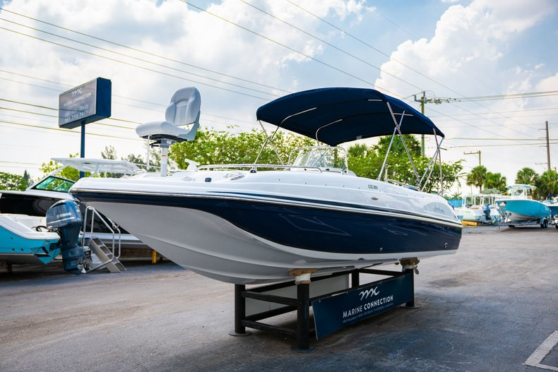 Thumbnail 3 for New 2019 Hurricane SunDeck Sport SS 211 OB boat for sale in West Palm Beach, FL