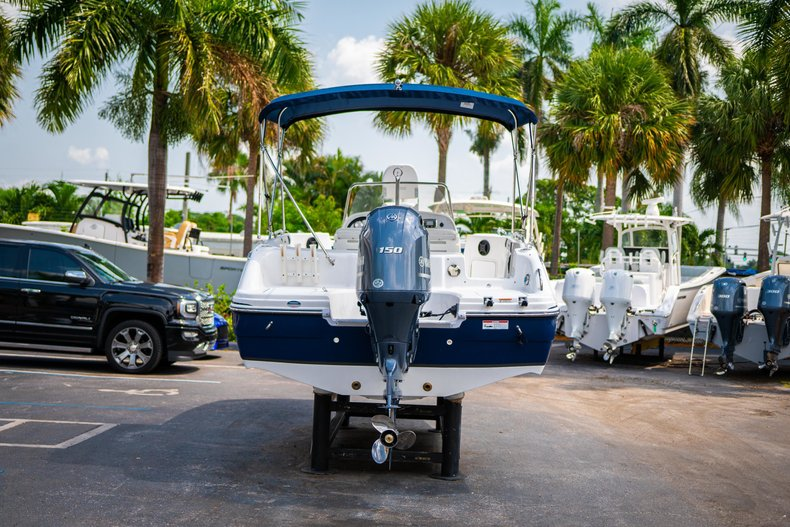 Thumbnail 6 for New 2019 Hurricane SunDeck Sport SS 211 OB boat for sale in West Palm Beach, FL