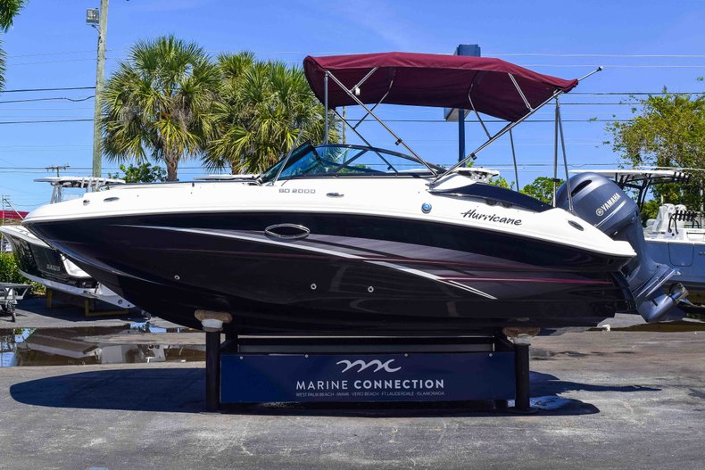 Thumbnail 4 for New 2019 Hurricane SunDeck SD 2000 OB boat for sale in West Palm Beach, FL