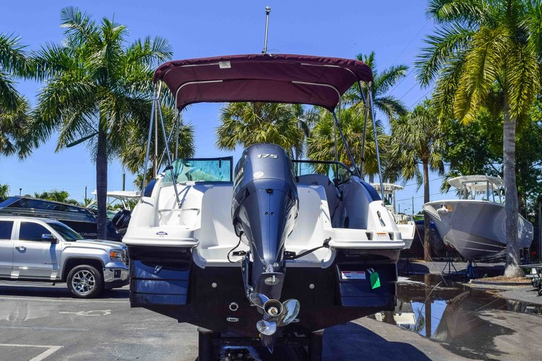 Thumbnail 6 for New 2019 Hurricane SunDeck SD 2000 OB boat for sale in West Palm Beach, FL