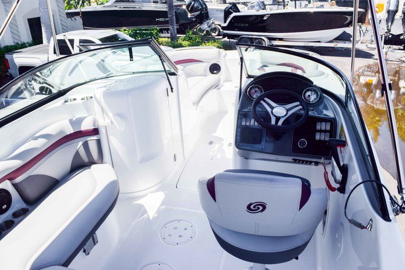 Thumbnail 9 for New 2019 Hurricane SunDeck SD 2000 OB boat for sale in West Palm Beach, FL