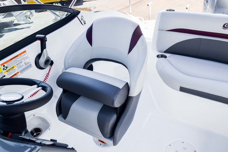 Thumbnail 14 for New 2019 Hurricane SunDeck SD 2000 OB boat for sale in West Palm Beach, FL