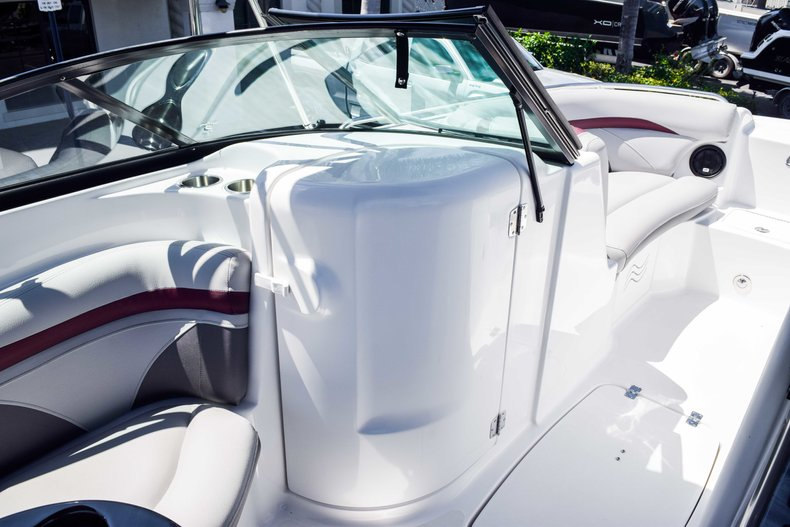 Thumbnail 24 for New 2019 Hurricane SunDeck SD 2000 OB boat for sale in West Palm Beach, FL