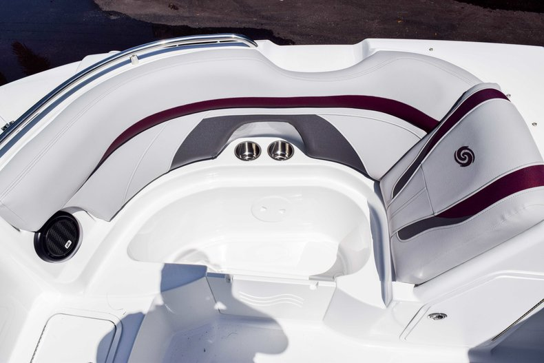 Thumbnail 31 for New 2019 Hurricane SunDeck SD 2000 OB boat for sale in West Palm Beach, FL