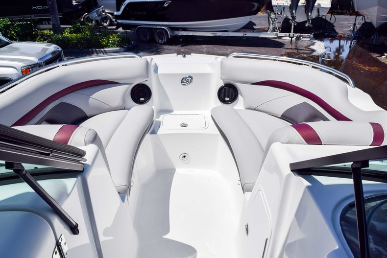 Thumbnail 29 for New 2019 Hurricane SunDeck SD 2000 OB boat for sale in West Palm Beach, FL