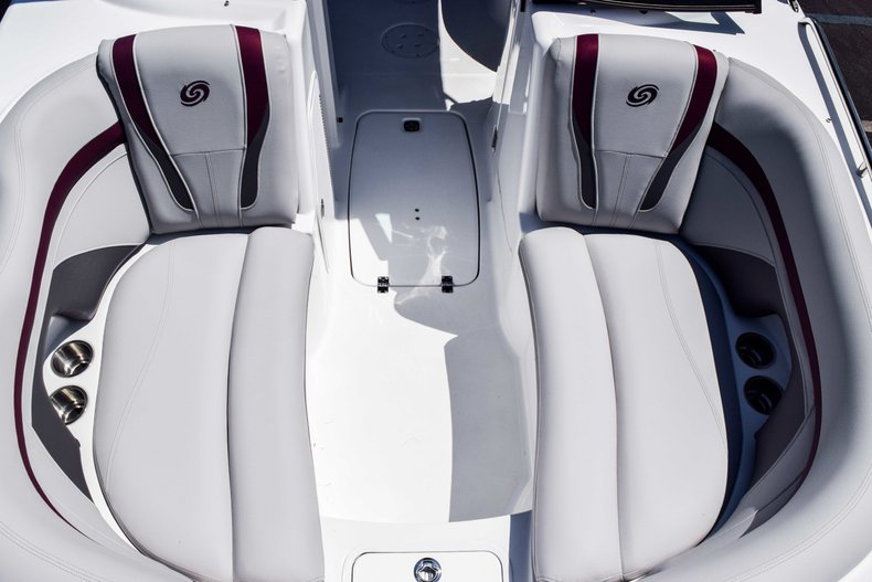 Thumbnail 40 for New 2019 Hurricane SunDeck SD 2000 OB boat for sale in West Palm Beach, FL