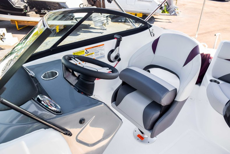 Thumbnail 44 for New 2019 Hurricane SunDeck SD 2000 OB boat for sale in West Palm Beach, FL