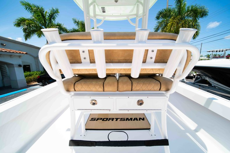 Thumbnail 19 for New 2019 Sportsman Masters 227 Bay Boat boat for sale in Vero Beach, FL
