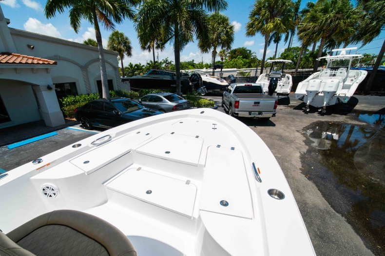 Thumbnail 32 for New 2019 Sportsman Masters 227 Bay Boat boat for sale in Vero Beach, FL