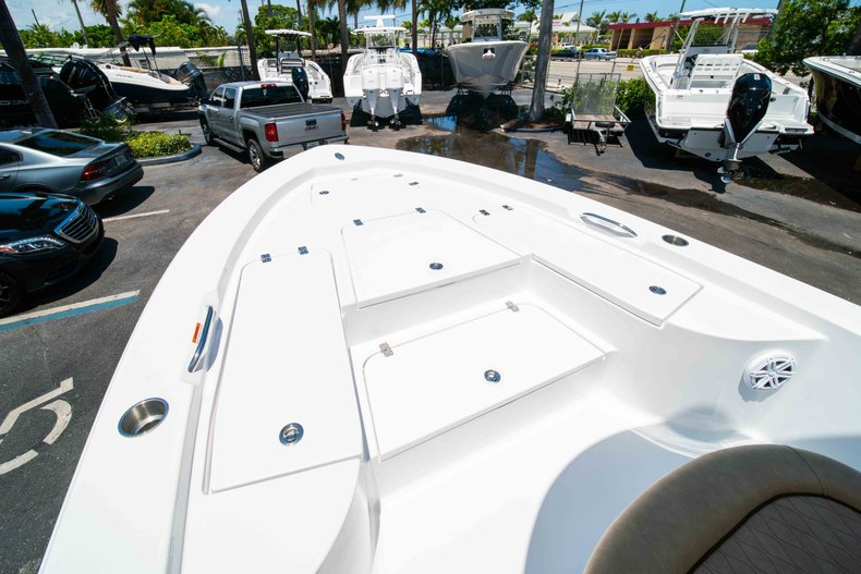 Thumbnail 33 for New 2019 Sportsman Masters 227 Bay Boat boat for sale in Vero Beach, FL