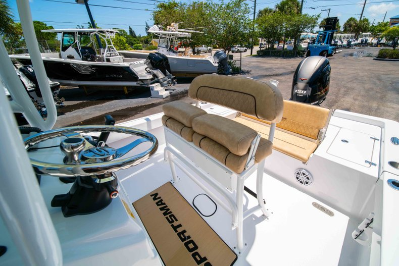 Thumbnail 30 for New 2019 Sportsman Masters 227 Bay Boat boat for sale in Vero Beach, FL