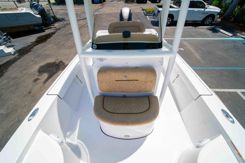 Thumbnail 36 for New 2019 Sportsman Masters 227 Bay Boat boat for sale in Vero Beach, FL