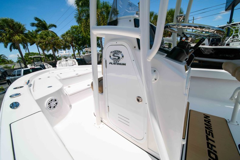 Thumbnail 38 for New 2019 Sportsman Masters 227 Bay Boat boat for sale in Vero Beach, FL