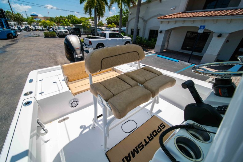 Thumbnail 29 for New 2019 Sportsman Masters 227 Bay Boat boat for sale in Vero Beach, FL