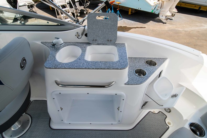 Thumbnail 14 for New 2019 Hurricane SunDeck SD 2400 OB boat for sale in Vero Beach, FL