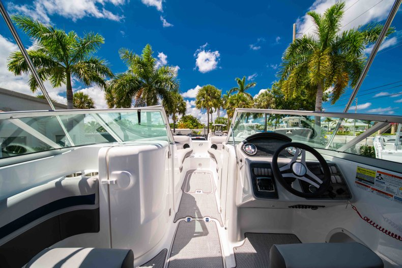 Thumbnail 16 for New 2019 Hurricane SunDeck SD 2400 OB boat for sale in Vero Beach, FL