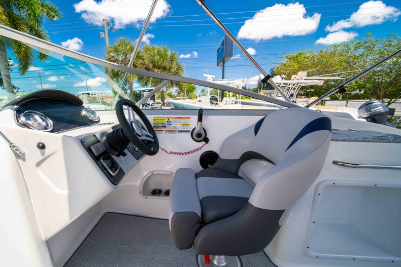 Thumbnail 20 for New 2019 Hurricane SunDeck SD 2400 OB boat for sale in Vero Beach, FL