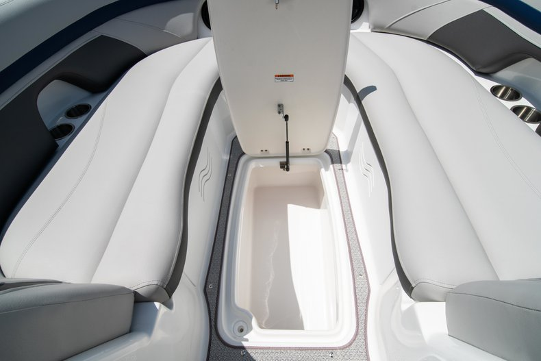 Thumbnail 28 for New 2019 Hurricane SunDeck SD 2400 OB boat for sale in Vero Beach, FL