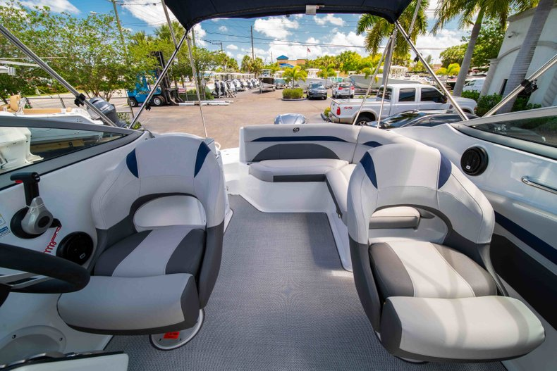 Thumbnail 22 for New 2019 Hurricane SunDeck SD 2400 OB boat for sale in Vero Beach, FL