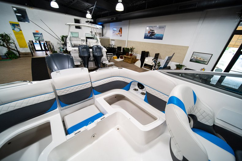 Thumbnail 16 for New 2019 Hurricane SunDeck SD 2486 OB boat for sale in West Palm Beach, FL