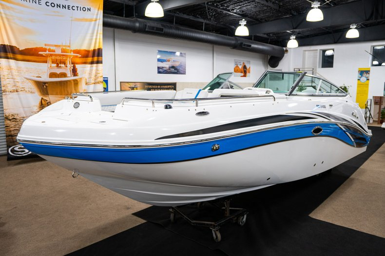 Thumbnail 3 for New 2019 Hurricane SunDeck SD 2486 OB boat for sale in West Palm Beach, FL