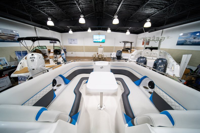 Thumbnail 27 for New 2019 Hurricane SunDeck SD 2486 OB boat for sale in West Palm Beach, FL