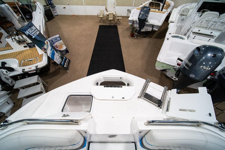 Thumbnail 31 for New 2019 Hurricane SunDeck SD 2486 OB boat for sale in West Palm Beach, FL