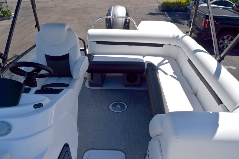 Thumbnail 12 for New 2019 Hurricane FunDeck FD 226 OB boat for sale in Vero Beach, FL