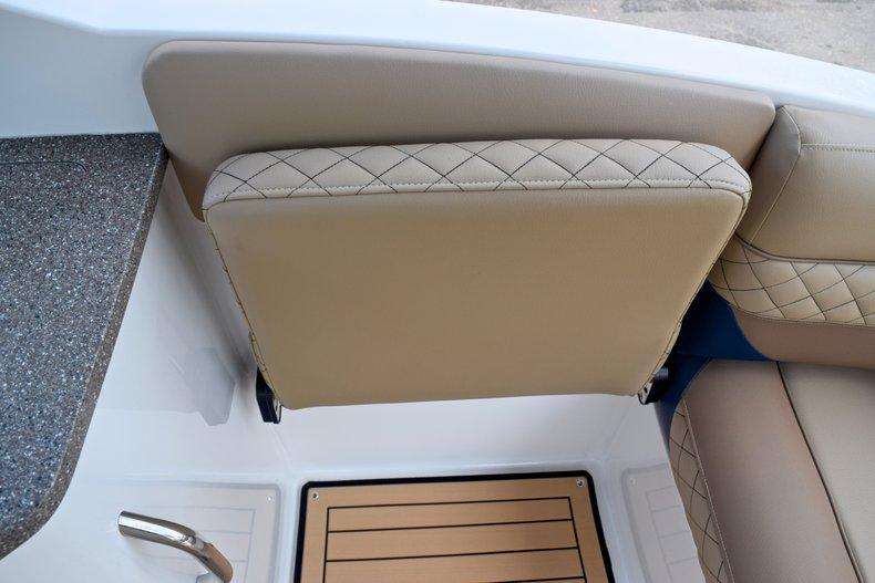 Thumbnail 17 for New 2019 Hurricane SunDeck SD 2690 OB boat for sale in Vero Beach, FL