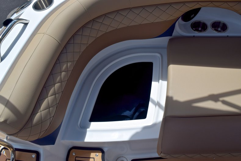 Thumbnail 21 for New 2019 Hurricane SunDeck SD 2690 OB boat for sale in West Palm Beach, FL
