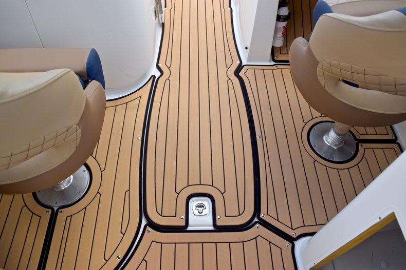 Thumbnail 27 for New 2019 Hurricane SunDeck SD 2690 OB boat for sale in Vero Beach, FL
