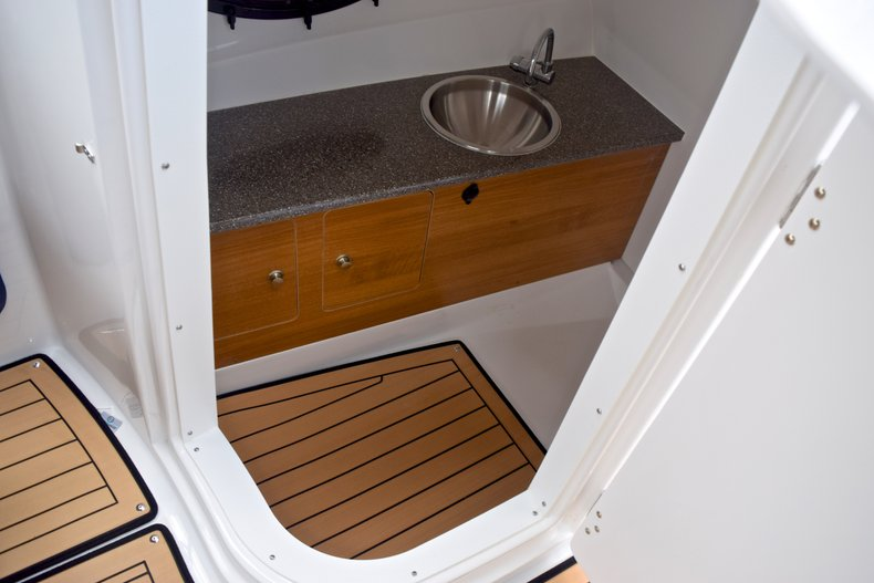 Thumbnail 31 for New 2019 Hurricane SunDeck SD 2690 OB boat for sale in West Palm Beach, FL