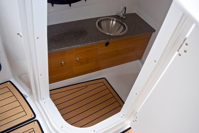 Thumbnail 31 for New 2019 Hurricane SunDeck SD 2690 OB boat for sale in Vero Beach, FL
