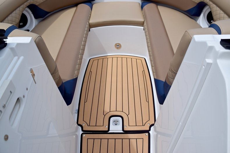 Thumbnail 46 for New 2019 Hurricane SunDeck SD 2690 OB boat for sale in West Palm Beach, FL