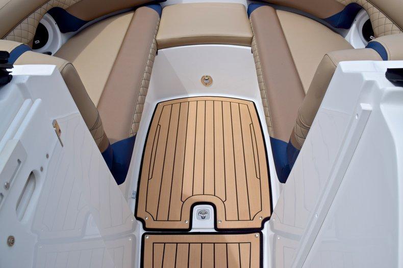 Thumbnail 46 for New 2019 Hurricane SunDeck SD 2690 OB boat for sale in Vero Beach, FL