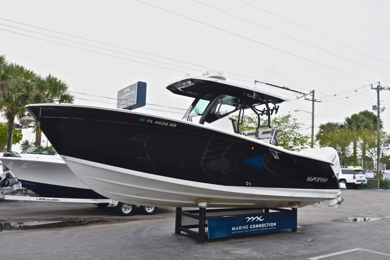 Thumbnail 3 for Used 2018 Blackfin 272CC Center Console boat for sale in West Palm Beach, FL