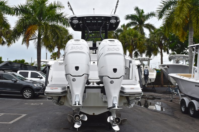 Thumbnail 6 for Used 2018 Blackfin 272CC Center Console boat for sale in West Palm Beach, FL