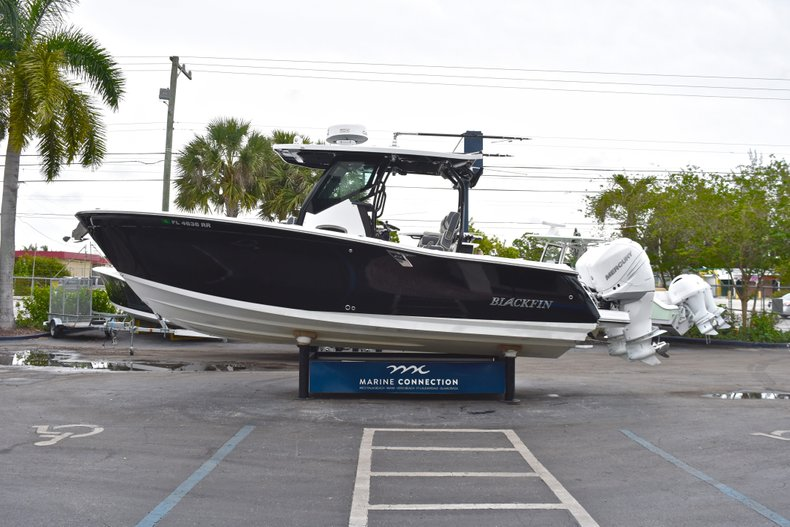 Thumbnail 4 for Used 2018 Blackfin 272CC Center Console boat for sale in West Palm Beach, FL